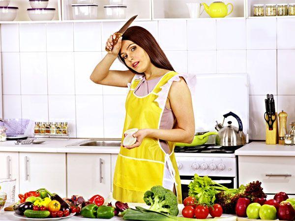фото девушка у плиты
